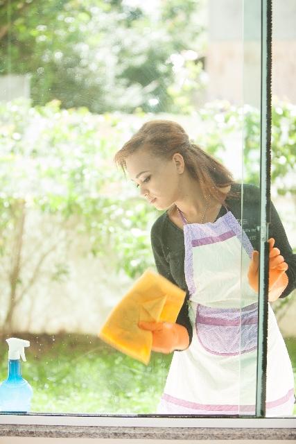持ち運びしやすい高圧洗浄でサッシの掃除バッチリ!
