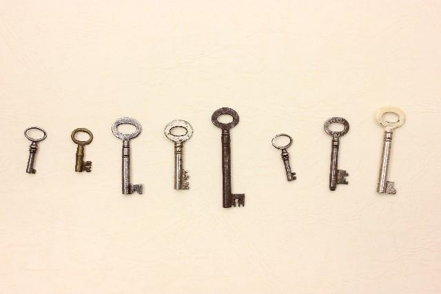 持ち運び便利! たくさんの鍵を収納する携帯用キーケース!