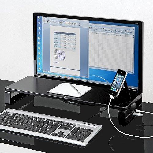 電源タップ付きで周辺機器も充電できる便利なモニター台 イメージ