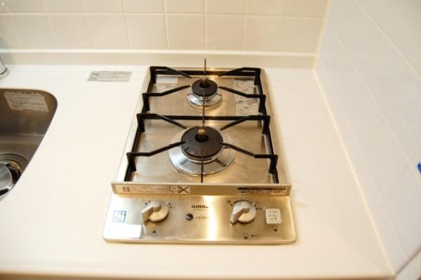 狭いキッチンを広く使えるコンロカバーが便利!