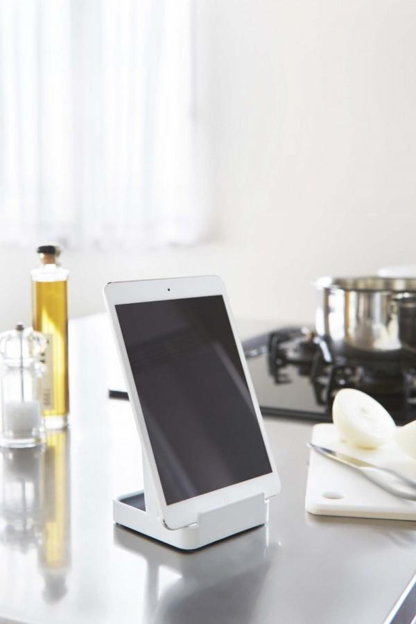 調理中にレシピ確認に便利なタブレットスタンド