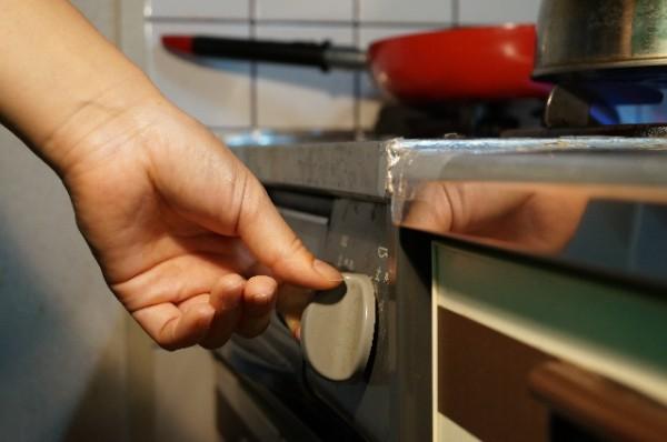 キッチンで物を置く場所を増やす! ガスレンジテーブル