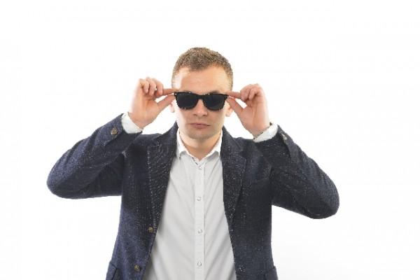 眼鏡の人でも使えるサングラス 度付きは不要!