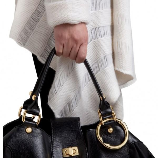 鞄の置き場に困らないバッグ専用ハンガー Clipa クリッパ_鞄に付ける
