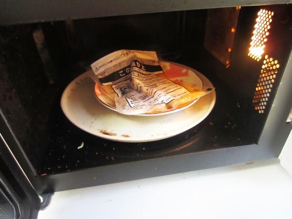 電子レンジで温めたアツアツの皿