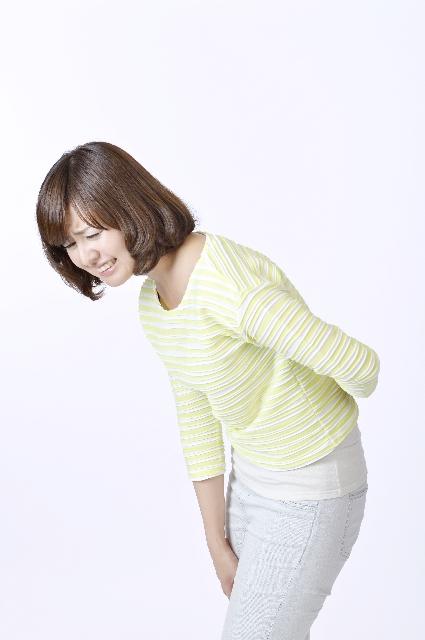 女性_腰痛_表情