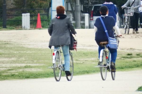自転車_買い物_主婦