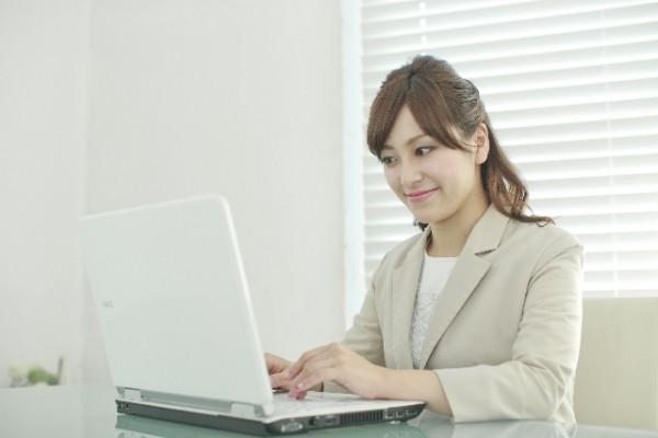パソコン_オフィス_女性