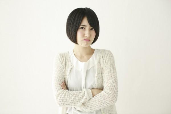 表情_女性_嫌な顔