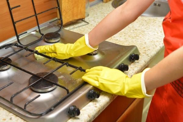 水回りの掃除は苦手!  黒ずみや水垢を楽して掃除する便利グッズ!