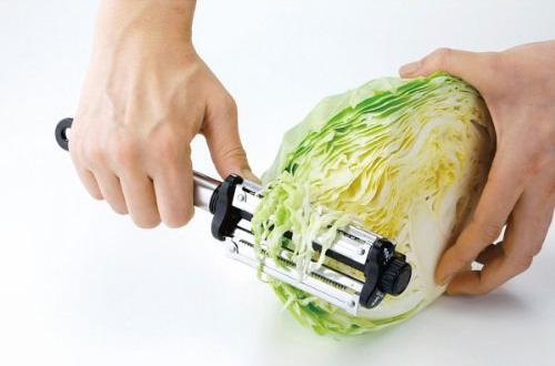 人気爆発の万能ピーラー! 3種類の切り方で野菜を素早くカット!