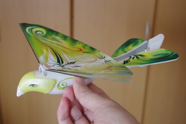 羽ばたく鳥型ラジコン E-Bird
