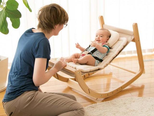新生児から大人まで座れる人気の木製ベビーチェア!