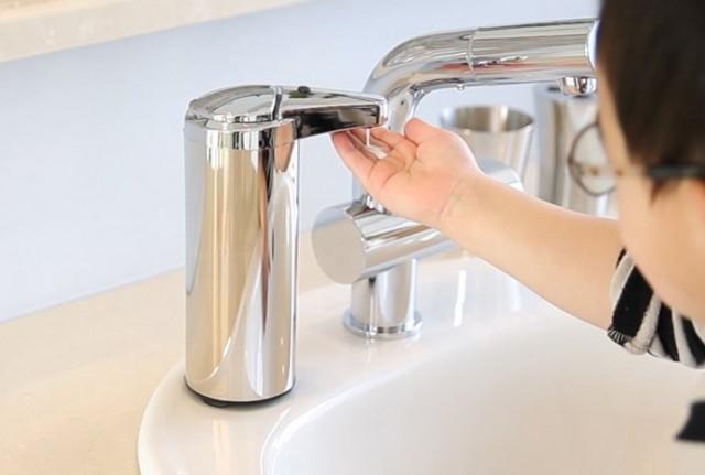 自動センサーソープディスペンサー 手を近づけるだけ ソープや洗剤が自動で出てくる 消毒用アルコールジェル対応