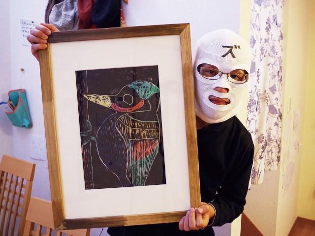子供の絵を収納する額縁 オサマールエ