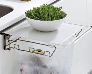 狭いキッチンの作業台に!ゴミ箱にもなるサポートテーブル