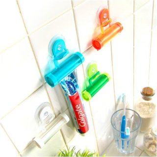 洗面台の小物収納に便利!壁面に貼り付けるチューブホルダー