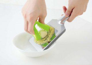 手にニンニク臭がつかない!山芋のすりおろしも簡単になる便利グッズ