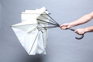 折れても元に戻る壊れない傘ポッキー!強風での子供の転倒防止に