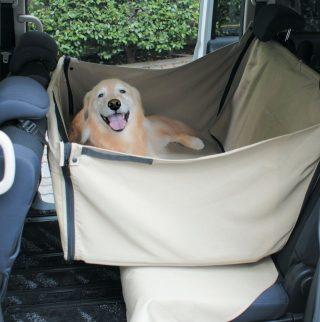 ドライブを快適にする広い犬用ベッド!小型犬から大型犬まで
