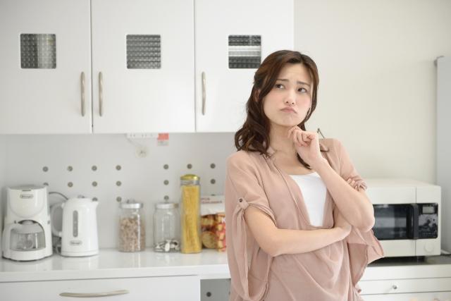キッチンで困る主婦