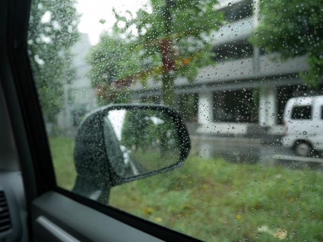 雨の日 車内
